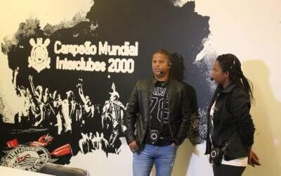 No Dia dos Pais, Marcelinho Carioca emociona torcedores como anfitrião do Tour Casa do Povo e marca volta à Arena